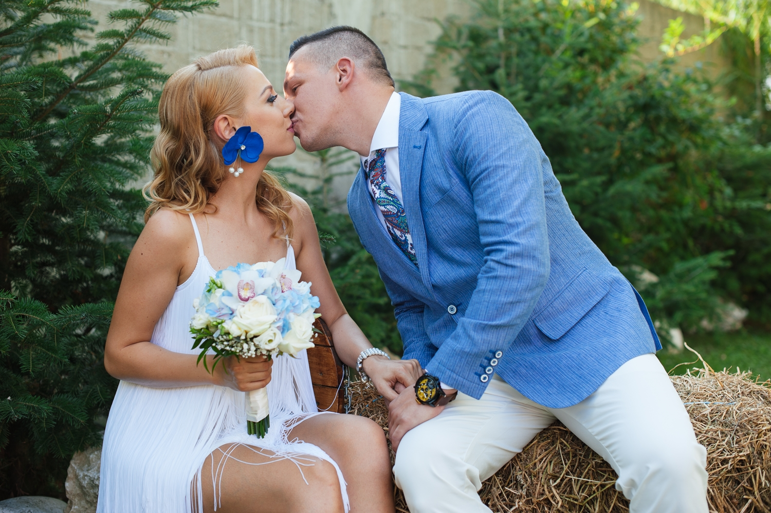 wedding photography, wedding photograph, open air wedding, party in the back yard
