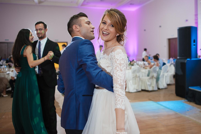 Fotografie profesionista de nunta dans mire si mireasa