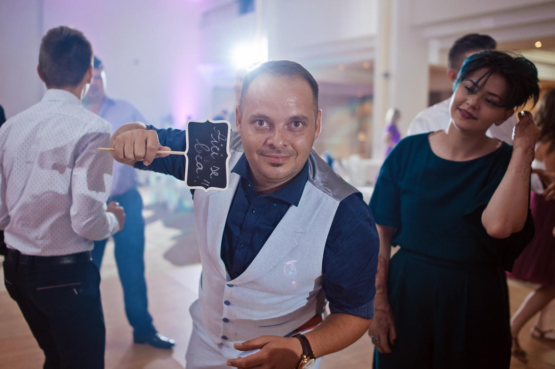 Fotografie invitat nunta bine dispus