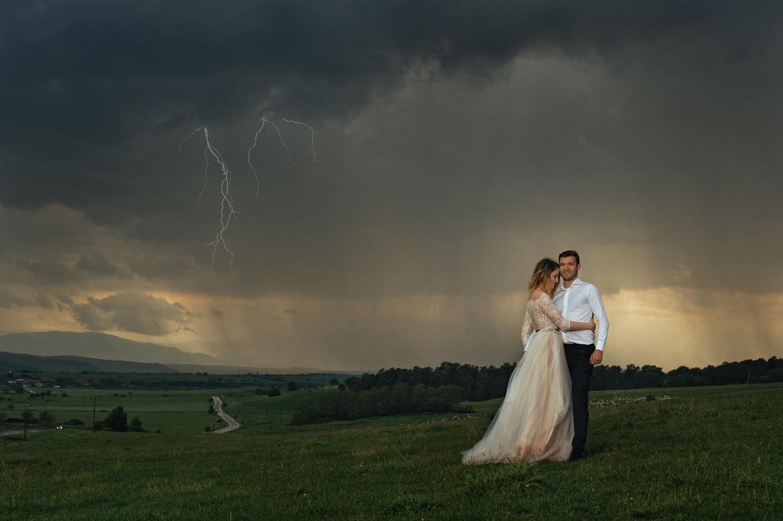 Fotograf profesionist de nunta, fotograf, fotograf de nunta, fotograf profesionist,,trash the dress, sedinta foto after wedding, miri trash the dress, sedinta foto pe furtuna, furtuna, furtuna cu fulgere
