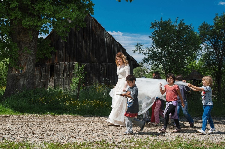 Fotograf profesionist de nunta, fotograf, fotograf de nunta, fotograf profesionist,,trash the dress, sedinta foto after wedding, mireasa trash the dress, sedinta foto dupa nunta, portet mireasa care zambeste, alai de copii
