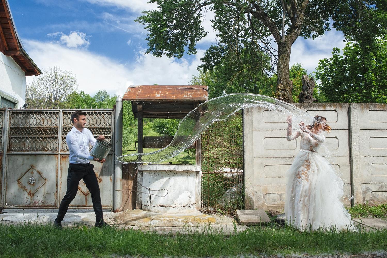 Fotograf, fotograf profesionist, fotograf de nunta, fotograf profesionist de nunta, trash the dress, cupluu de miri, miri tineri si frumosi, sedinta foto after wedding, sedinta foto trash the dress la udat