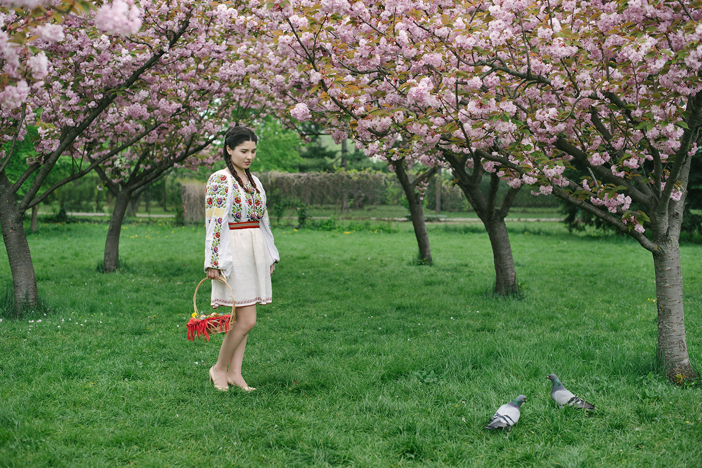 sesiune foto profesionista de portet, fotograf profesionist, fotograf robert dumitru, costum popular romanesc, costum traditional