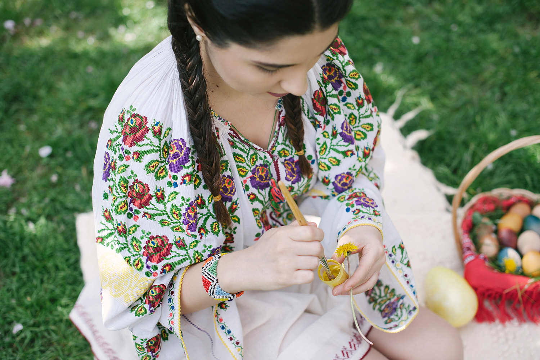 robert dumitru fotograf profesionist, fata frumoasa in costum popular traditional romanesc