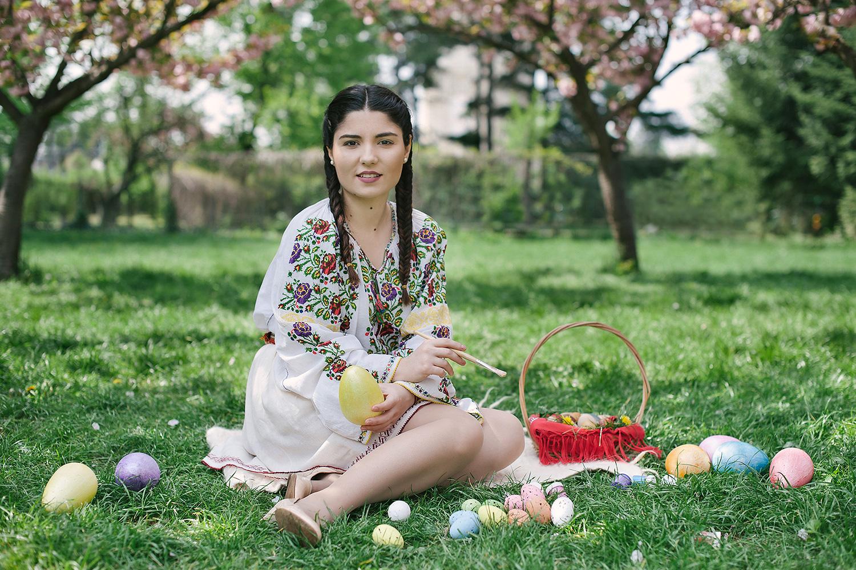 fotograf profesionist,robert dumitru fotograf, fata frumoasa in costum popular traditional romanesc, primavara