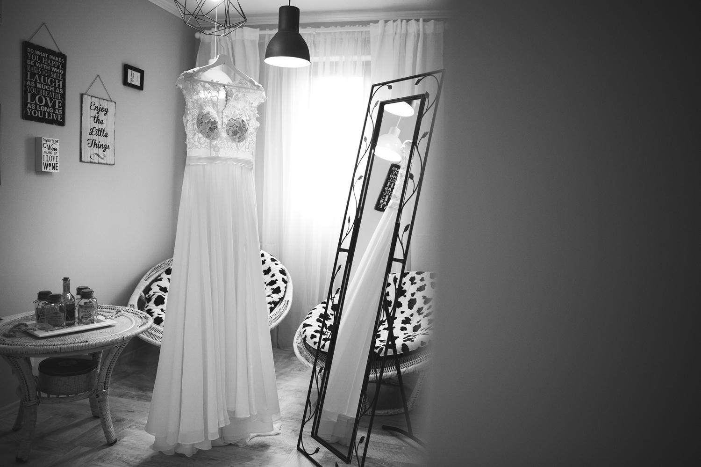 Fotograf profesionist de nunta, nunta, fotograf profesionist, fotograf Bucuresti, fotograf de nunta, rochie de mireasa fotografie alb negru