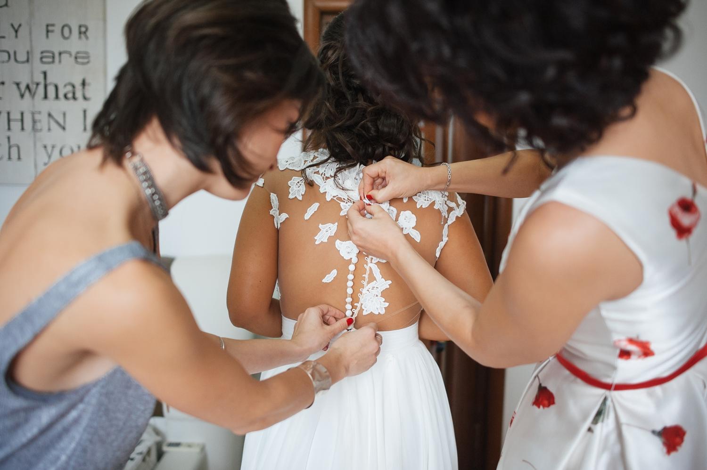 Fotograf profesionist de nunta, nunta, fotograf profesionist, fotograf Bucuresti, fotograf de nunta, detaliu nasturi rochie de mireasa