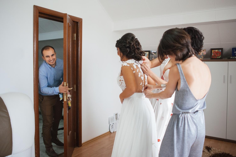 Fotograf profesionist de nunta, nunta, fotograf profesionist, fotograf Bucuresti, fotograf de nunta, mirele surrprinde mireasa