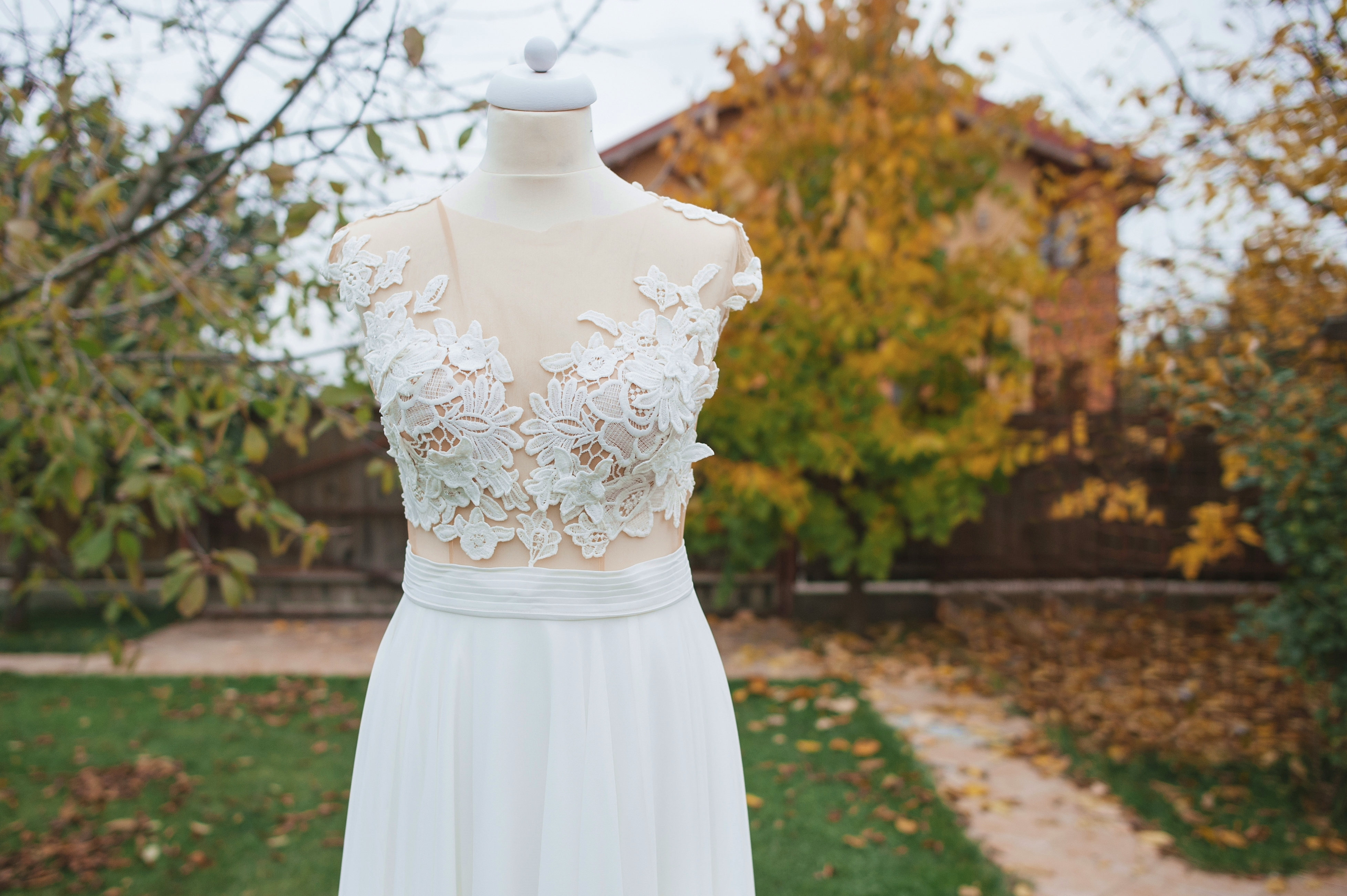 Fotograf profesionist de nunta, nunta, fotograf profesionist, fotograf Bucuresti, fotograf de nunta, richie de mireasa si decor de frunze galbene, nunta in octombrie, frunze galbene
