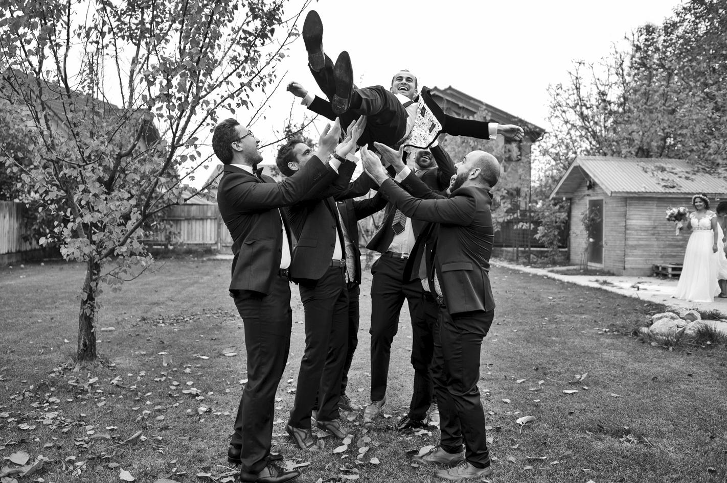 Fotograf profesionist de nunta, nunta, fotograf profesionist, fotograf Bucuresti, fotograf de nunta, grup baieti, cavaleri de onoare si ginerica, ca baietii, cavalerii de onoare