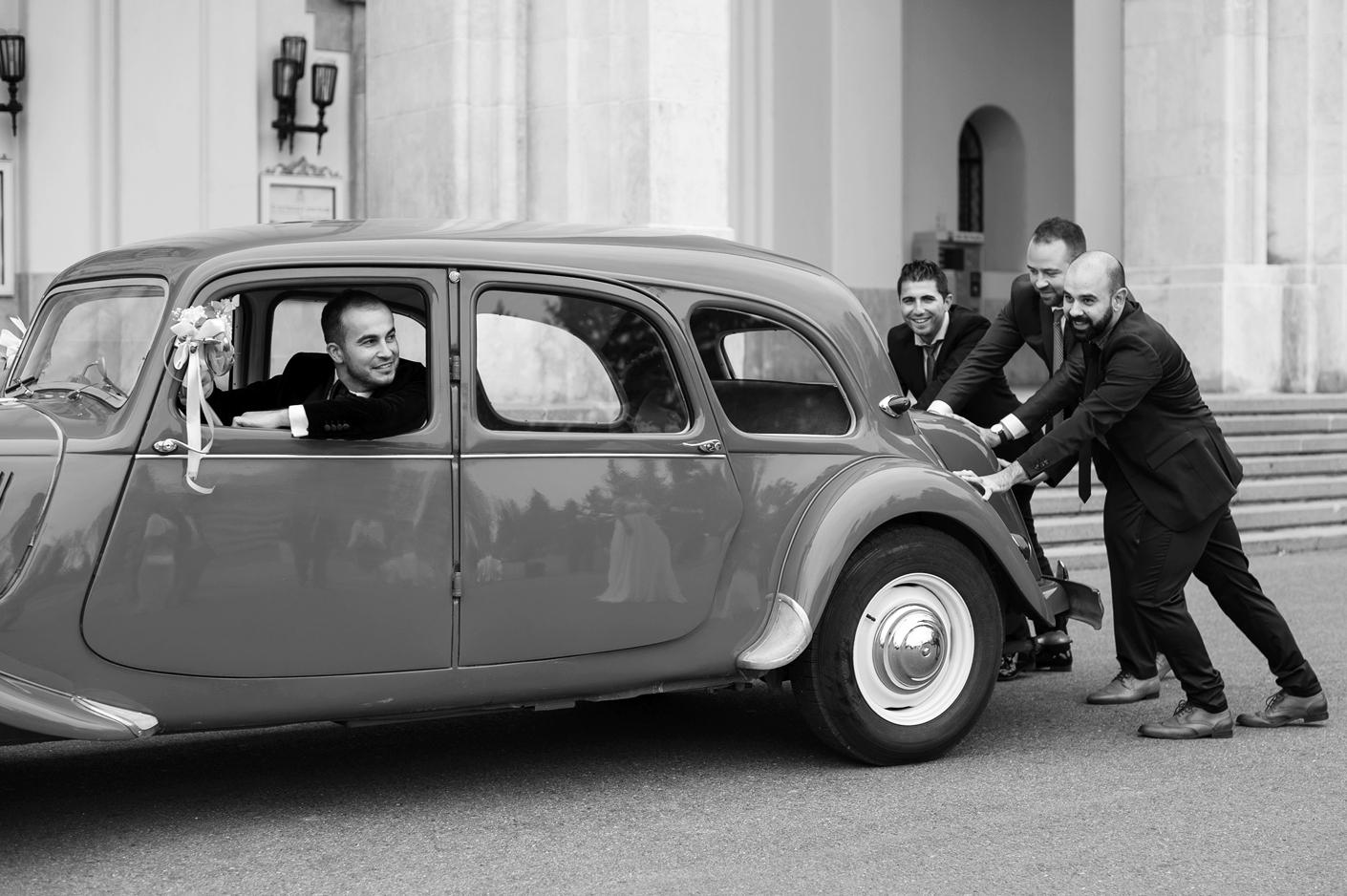 Fotograf profesionist de nunta, nunta, fotograf profesionist, fotograf Bucuresti, fotograf de nunta, sedinta foto retro, masina retro, masina de epoca nunta, cavaleri de onoare