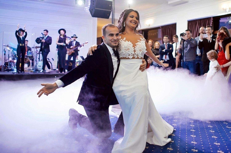 Fotograf profesionist de nunta, nunta, fotograf profesionist, fotograf Bucuresti, fotograf de nunta, dansul mirilor, dans de nunta, coregrafie nunta, Local Colonial, restaurant Cernica, Local Colonial Cernica, nunta la Local Colonial, nunta la Cernica