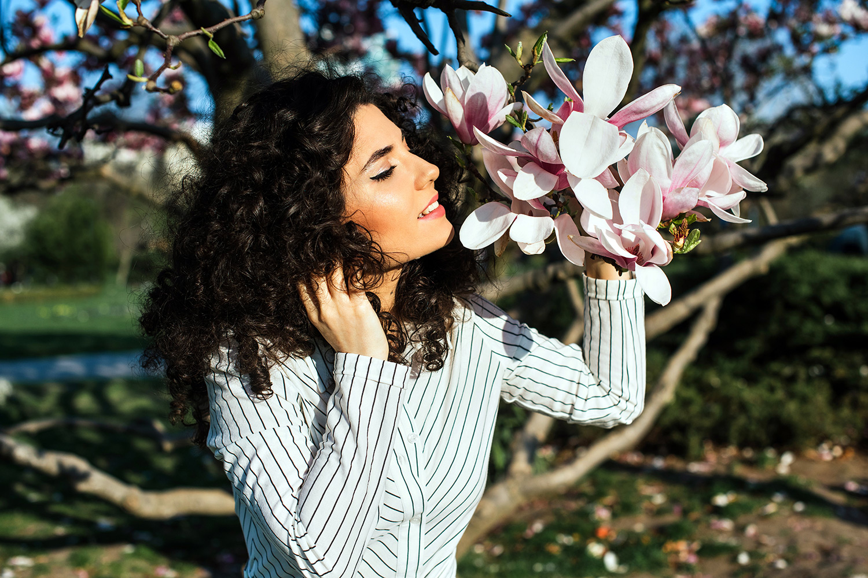 Fotograf nunta, fotograf de nunta, fotograf profesionist, fotograf de portret, fotografia de portret primavara, sedinta foto primavara, , sedinta foto portret, sedinta foto de portet, sedinta foto, shooting, photoshooting, fotografie de portret, fotografie de primavara, magnolie, sezonul magnoliei, fotografii la magnolie, fotografii magnolie, magnolie parcul circului, magnolie bucuresti, magnolia Bucharest, magnolia, sedinta foto fashion, sedinta profesionista fashion, fashion, rochie Massimo Dutti, tinuta Massimo Dutti, rochie dungi Massimo Dutti, Massimo Dutti dress, striped shirt dress, striped shirt dress Massimo Dutti
