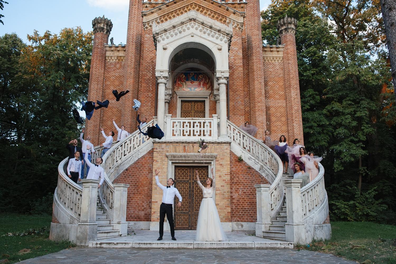 Fotografie de nunta cu miri, domnisori si domnisoare de onoare