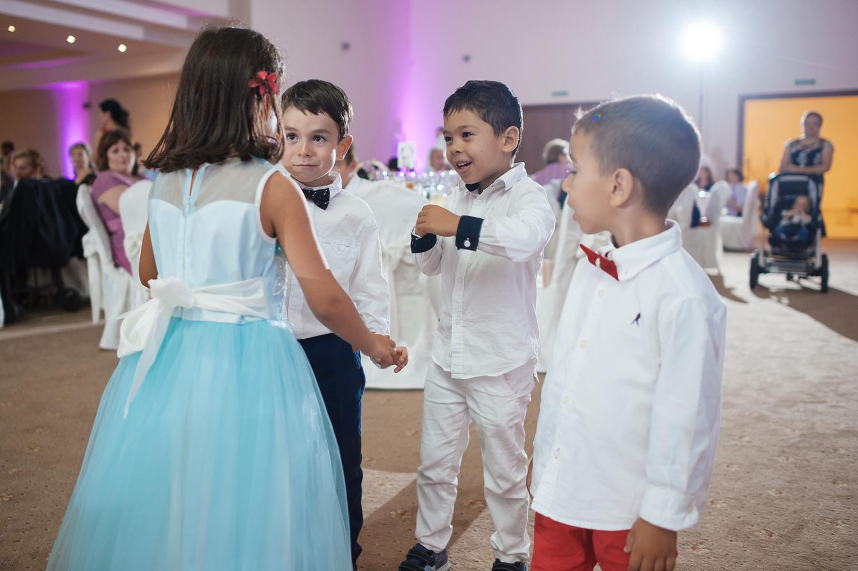 Copii pe ringul de dans