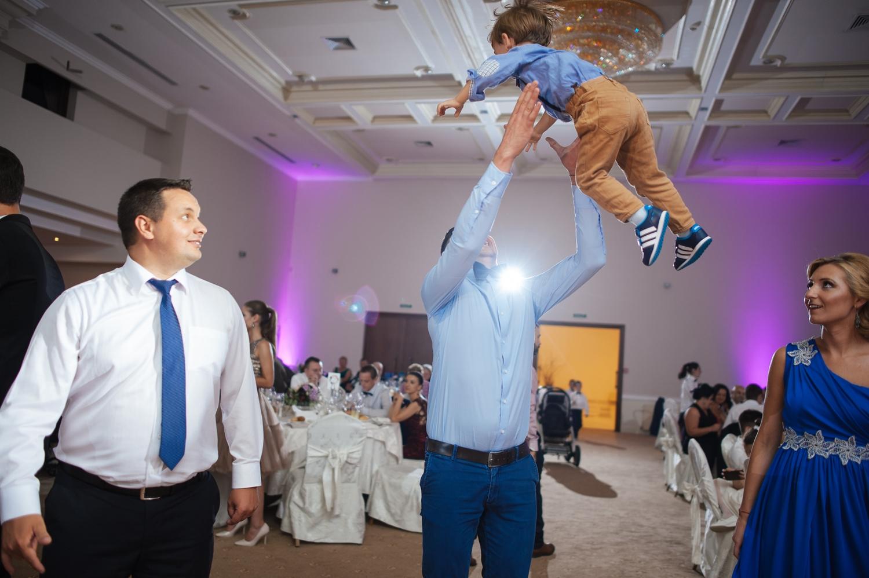 Tata si fiu pe ringul de dans