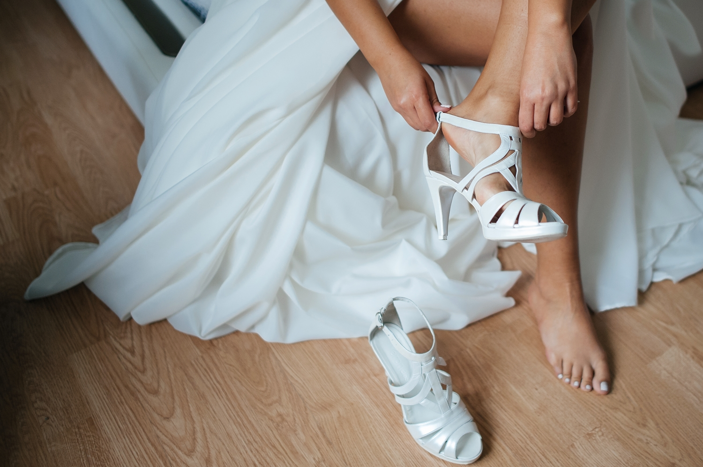 Fotograf profesionist de nunta, nunta, fotograf profesionist, fotograf Bucuresti, fotograf de nunta, detaliu sandale