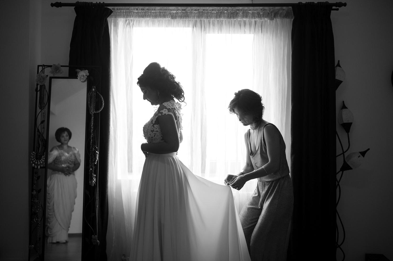 Fotograf profesionist de nunta, nunta, fotograf profesionist, fotograf Bucuresti, fotograf de nunta, fotografie alb negru cu mireasa si domnisoara de onoare.