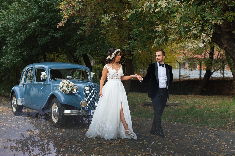 Fotograf profesionist de nunta, nunta, fotograf profesionist, fotograf Bucuresti, fotograf de nunta, mire si mireasa foto artistica, masina retro, masina de epoca nunta, masina de epoca sedinta foto nunta