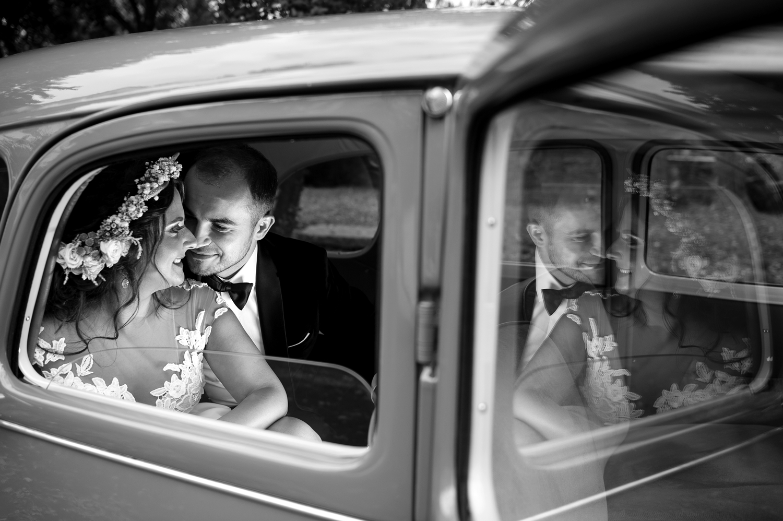 Fotograf profesionist de nunta, nunta, fotograf profesionist, fotograf Bucuresti, fotograf de nunta, reflexie fotografie nunta, reflexie fotografie alb-negru, sedinta foto ziua nuntii, sedinta foto profesionista