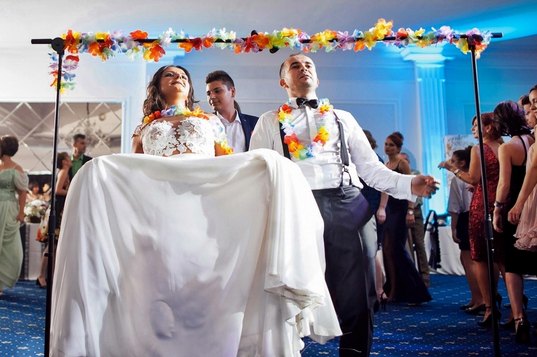 Fotograf profesionist de nunta, nunta, fotograf profesionist, fotograf Bucuresti, fotograf de nunta, atmosfera nunta Local Colonial, trupa Time Out, fotografie alb negru nunta, petrecere nunta, fotografie profesionista petrecere nunta, petrecere nunta animata, tortul mirilor